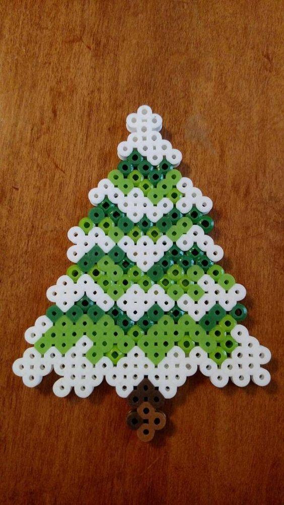 /home/sacripanuv/modeles hama.com/wp content/uploads/2015/12/161010 sapin noel perles repasser hama