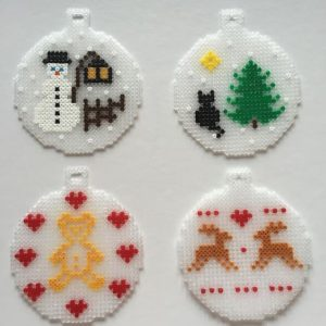 /home/sacripanuv/modeles hama.com/wp content/uploads/2015/12/161121 boules noel perles a repasser hama