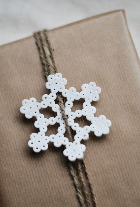 flocons-neige-papier-cadeau-noel-perles-hama