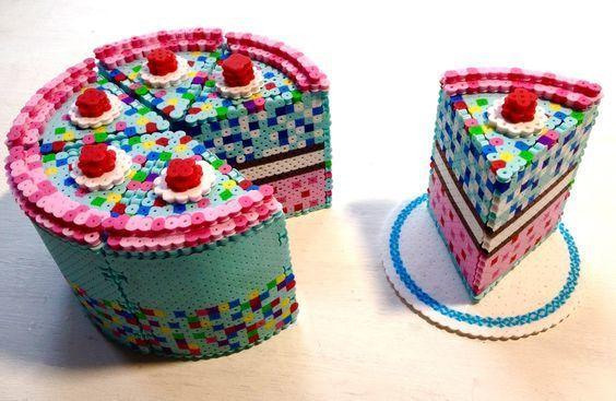 /home/sacripanuv/modeles hama.com/wp content/uploads/2016/10/161010 gateau multicolores 3d perles hama a repasser