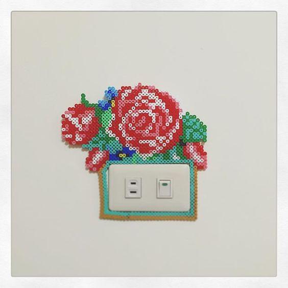fleurs-perles-hama-a-repasser-rose-cache-prise