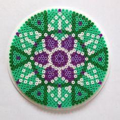 /home/sacripanuv/modeles hama.com/wp content/uploads/2016/11/161117 mandalas sous verre perles a repasser hama